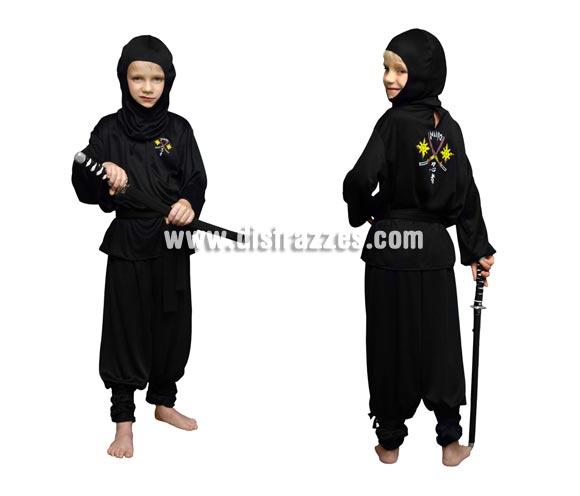 Disfraz de Ninja para niños de 7 a 9 años. Incluye chaqueta, pantalón, capucha, cinturón y cintas de las piernas. Espada NO incluida, podrás ver espadas en la sección de Complementos - Armas. Disfraz barato que hará las delicias del niño.