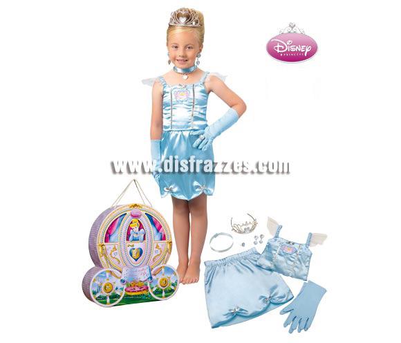 Cofre disfraz y accesorios de Cenicienta para niñas de 3 a 4 años aprox. Incluye falda, corpiño, 2 guantes, set de joyas (4pzas.), tiara y cofre. Artículo con licencia DISNEY perfecto para regalar.