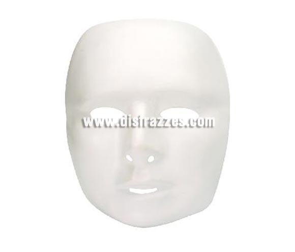 Careta blanca con cara de hombre