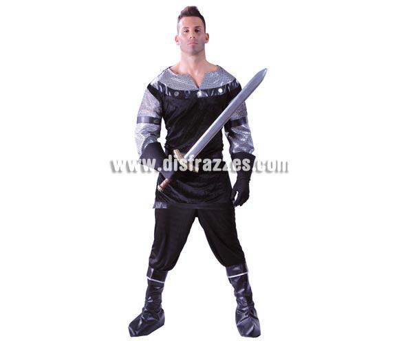 Disfraz de Caballero Medieval negro para hombre. Talla Universal de caballero 52/54. Incluye casaca, cinturón y pantalón. Espada NO incluida, podrás verla en la sección de Complementos o Armas. Diseñado en España.