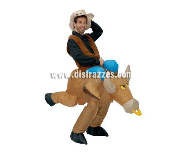 Disfraz hinchable de Vaquero sobre Toro. Talla universal. Incluye gorro y mecanismo para hinchar. Pilas NO incluidas.