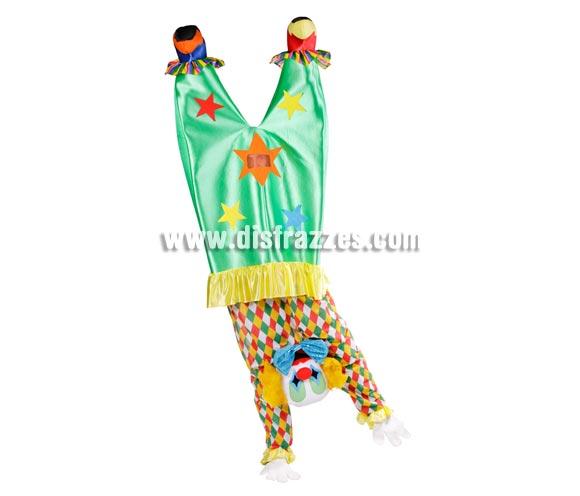 Disfraz de Payaso al revés o haciendo el pino para adultos. Incluye disfraz completo. Éste es un disfraz fabricado en España muy original y divertido perfecto también para Peñas, Grupos y Comparsas. Se ve a través de una rejilla que lleva en una de las estrellas del pantalón.