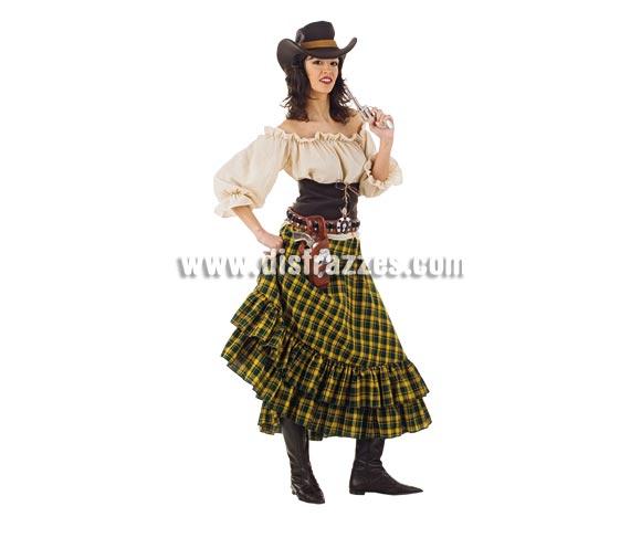Disfraz de Vaquera Bandida adulta Deluxe. Alta calidad. Hecho en España. Disponible en varias tallas. Incluye camisa, falda, sombrero y corpiño. Cinturón con cartucheras NO incluido, podrás verlos en la sección Complementos. Éste disfraz hace pareja con la ref. MA119LI.