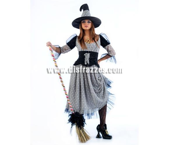Disfraz de Bruja Hechicera Deluxe para mujer. Alta calidad, hecho en España. Disponible en varias tallas. Incluye vestido y gorro. Escoba y colgante NO incluidos, podras encontrar en nuestra sección de Complementos.