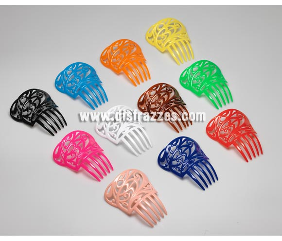 Peineta pequeña de 14x13 cm. de plástico.  Colores variados, se venden por separado, precio por unidad. Ideal como complemento para disfraces de Sevillana, Flamenca, Faralae, Gitana, etc.