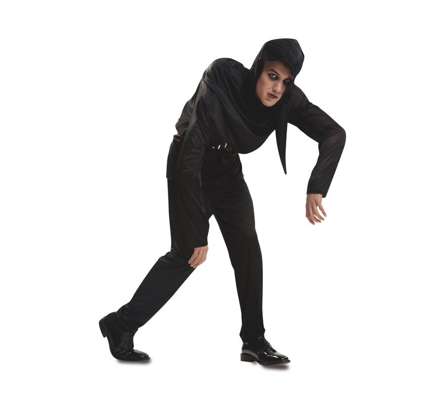 Disfraz de Igor el Jorobado para Hombre talla M-L. Tétrico disfraz con el que imitar al célebre jorobado de Notre Dame o al ayudante del doctor Frankenstein. Se compone de Capelina (Capa pequeña) con Capucha, Camiseta, Pantalón y Cinturón. Perfecto para Halloween. Completa este escalofriante disfraz con artículos de nuestra sección de accesorios como Guadaña, Cuchillo, Hacha, maquillaje, sangre...