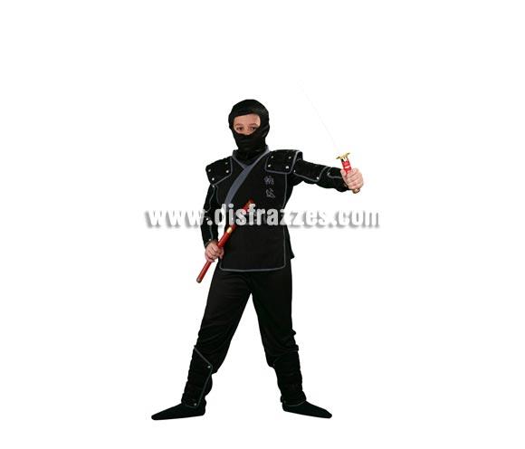 Disfraz de Ninja infantil. Talla de 5 a 6 años. Incluye verdugo, camisa, pantalón, peto, cinturón, brazaletes, muñequeras y espinilleras. Espada NO incluida, podrás verla en la sección Complementos.