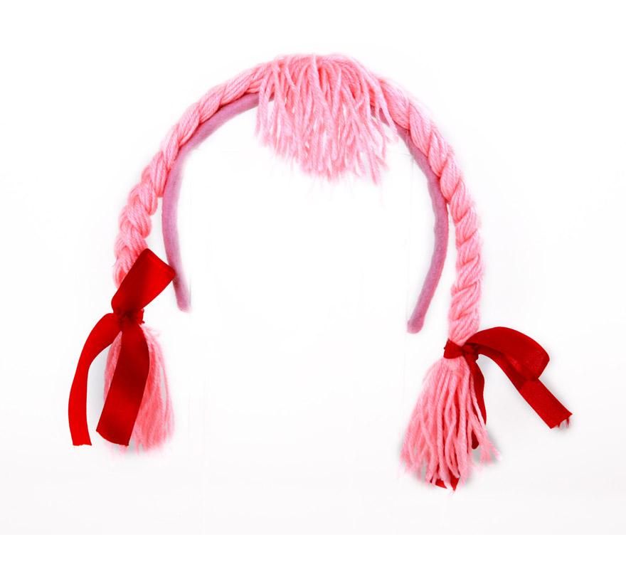 Diadema rosa con trenzas y flequillo.