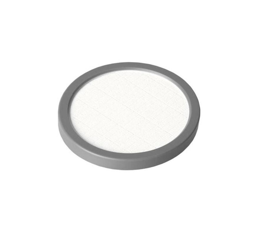 Maquillaje de cake (Cake Make-up), de 35 gr, de color blanco. Es un maquillaje que da un efecto mate. Se usa como maquillaje cosmético para televisión, películas y fotografía y además se utiliza para teatro tanto en gran escala como pequeña. Cake Make-up es ideal para maquillar grandes áreas del cuerpo y también se puede utilizar como base para pintar, en combinación con el Water Make-up (maquillaje al agua), ya sea Pure o Flourescent.