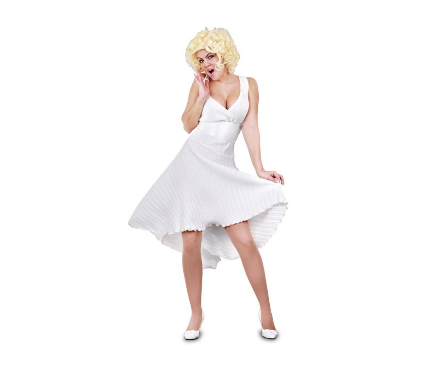 Disfraz de Marilyn adulta. Talla standar M-L = 38/42. Incluye vestido blanco. Peluca NO incluida, podrás verlas en la sección Pelucas, Barbas y Bigotes dentro de Complementos.