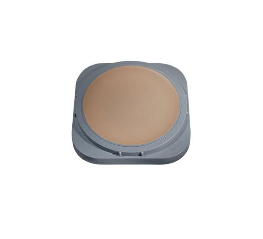 Cera tapacejas, es una cera transparente que se puede utilizar para cubrir las cejas. La textura se adhiere a la piel y permanece elástica. Envase 25 ml.   Utilice el lado convexo y redondo de la espátula de Derma Wax para sacar el producto de su envase. Al removerlo mediante raspado de la estátula, se logra que la textura inicial sea más flexible. La cera es más fácil de modelar si se aplica al pulgar y se remueve otra vez raspándola con la espátula dos o tres veces. La cera tiene que estar flexible pero firme a la vez y no se debe permitir que se vuelva demasiado blanda o pegajosa.