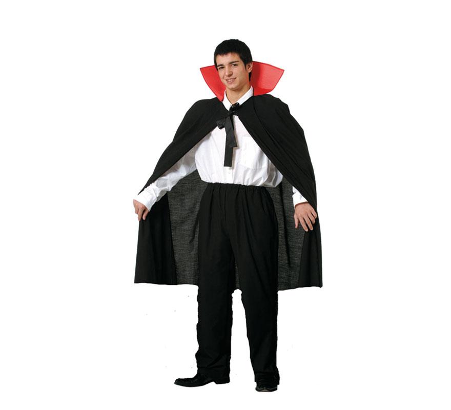 Capa corta adulto con cuello para Halloween. Talla Universal adulto. Incluye la capa corta con cuello. Perfecta para disfrazarse de Drácula en Halloween. Fabricada en España.
