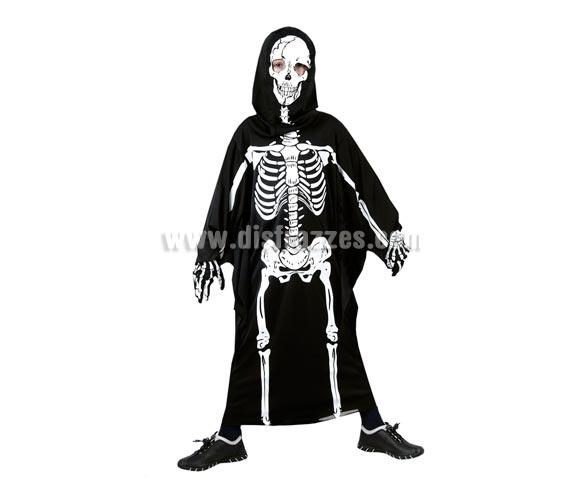 Disfraz de túnica Esqueleto infantil barato para Halloween. Talla de 5 a 6 años. Incluye túnica con huesos impresos y capucha.