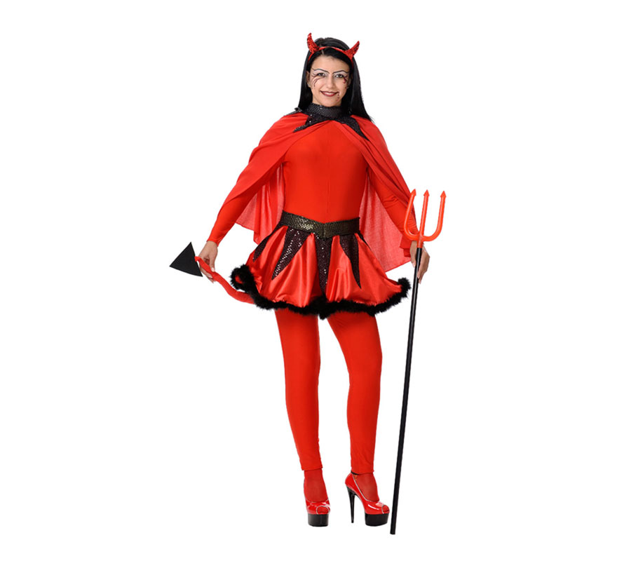 Disfraz de Demonia o Diablesa mujer para Halloween. Talla Universal válida hasta la 42/44. Incluye camisa, pantalón, falda y capa. Tridente NO incluido, podrás verlo en la sección de Complementos. Fabricado en España.
