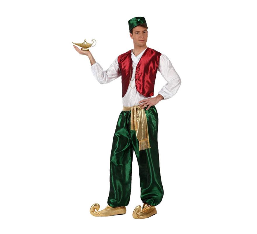 Disfraz de Príncipe Árabe verde para hombre. Talla 3 ó talla XL 54/58. Incluye camisa con chaleco, pantalón, fajín, babuchas y gorrito. Lámpara mágica NO incluida, podrás verla en la sección de Complementos. Éste disfraz también valdría como Paje Real de los Reyes Magos para Navidad.