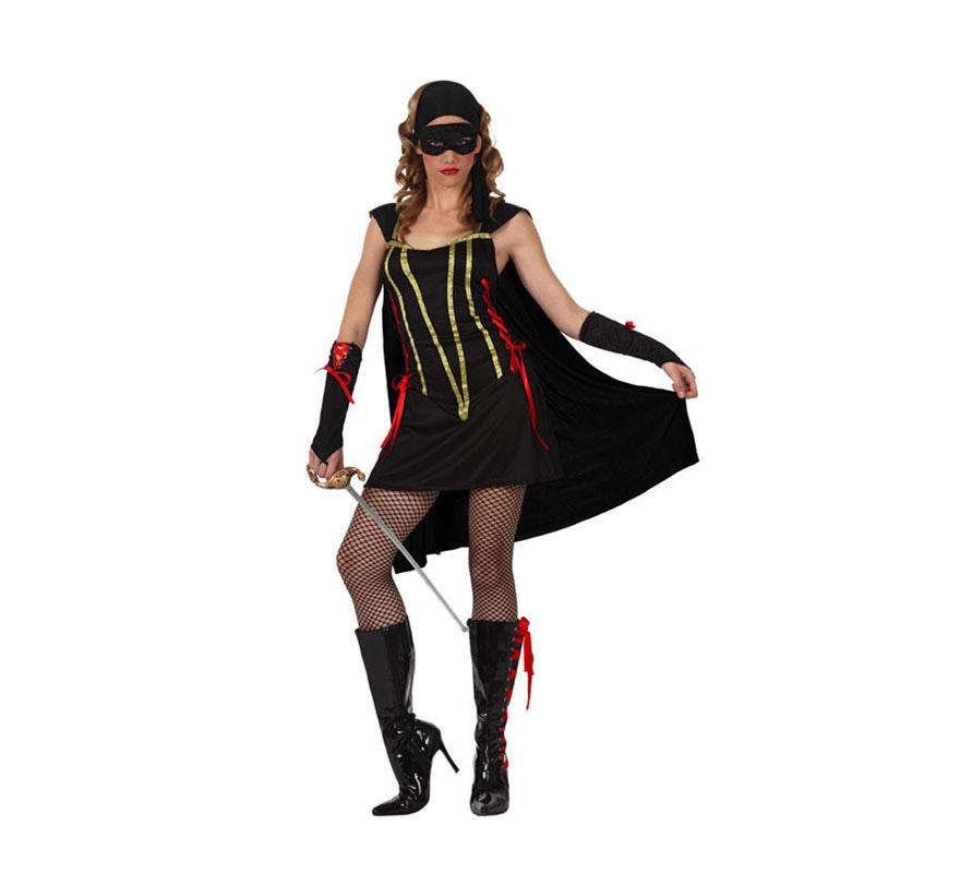 Disfraz de Bandida para mujer. Talla standar M-L 38/42. Incluye vestido con capa, guantes y pañuelo. Espada, botas y medias NO incluidas, podrás verlas en la sección de Complementos. Éste traje es perfecto para vestirse de la mujer del Zorro.