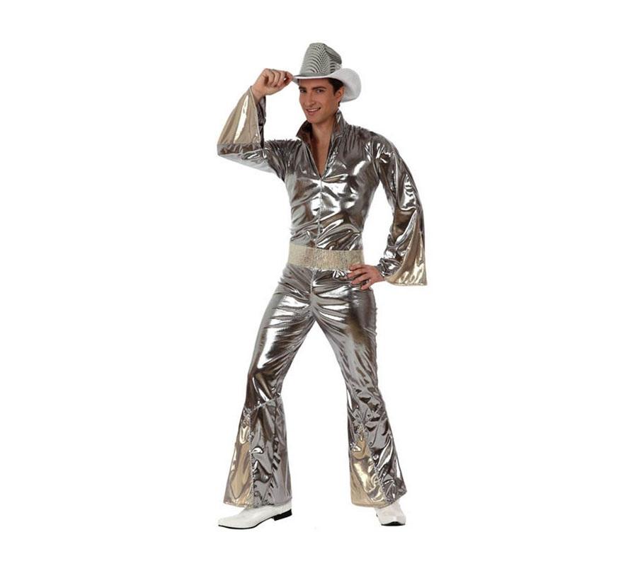 Disfraz de Chico de la Disco plata hombre. Talla 3 ó talla XL 54/58. Incluye mono y cinturón. Sombrero NO incluido, podrás verlo en la sección de Complementos. Éste disfraz sin el sombrero es perfecto para disfrazarse del mítico grupo musical ABBA, tan conocido y Discotequero el los años 70-80.