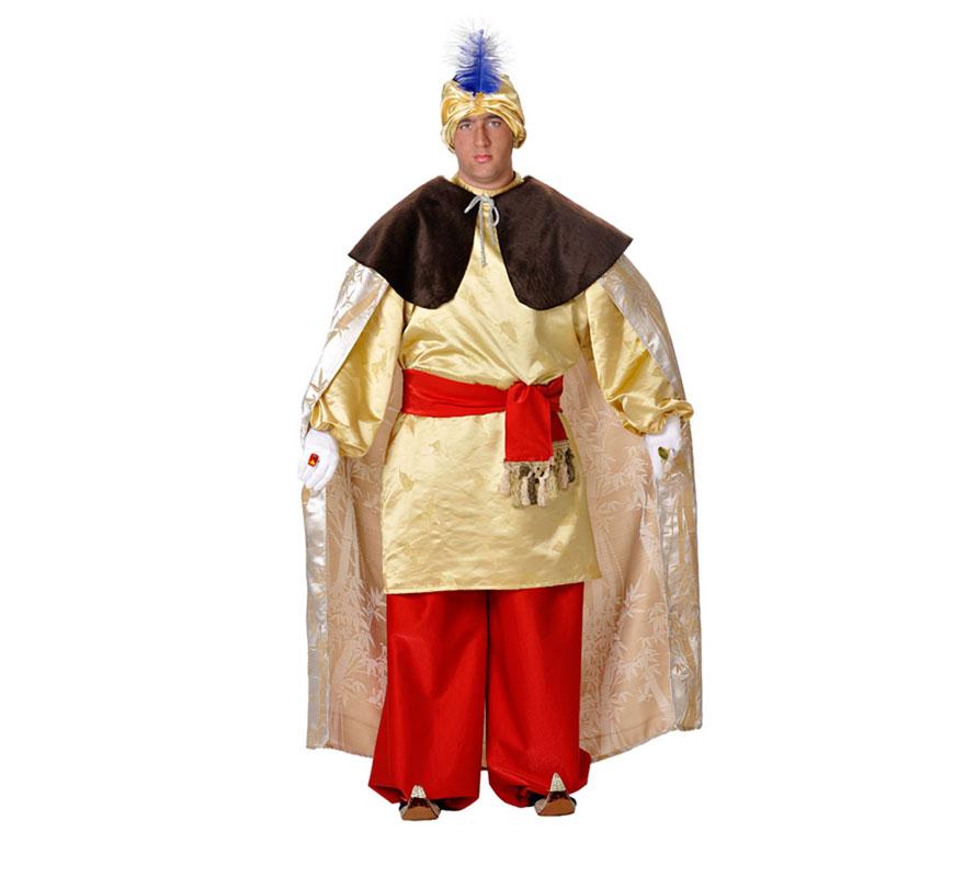 Traje o Disfraz de Rey Mago Baltasar adulto. Talla 52 Universal de adultos. Incluye capa, capelina, casaca, pantalón, turbante y fajín. Resto de accesorios NO incluidos, podrás verlos en la sección de Complementos. Éste traje es perfecto para Ayuntamientos y Asociaciones de Reyes Magos para usarlo varios años. Fabricado en España.