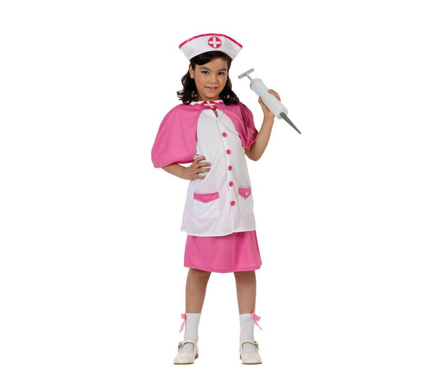 Disfraz de Enfermera rosa para niñas de 7 a 9 años. Incluye camiseta, falda, capa y cofia. Jeringuilla NO incluida, podrás verla en la sección de Complementos.