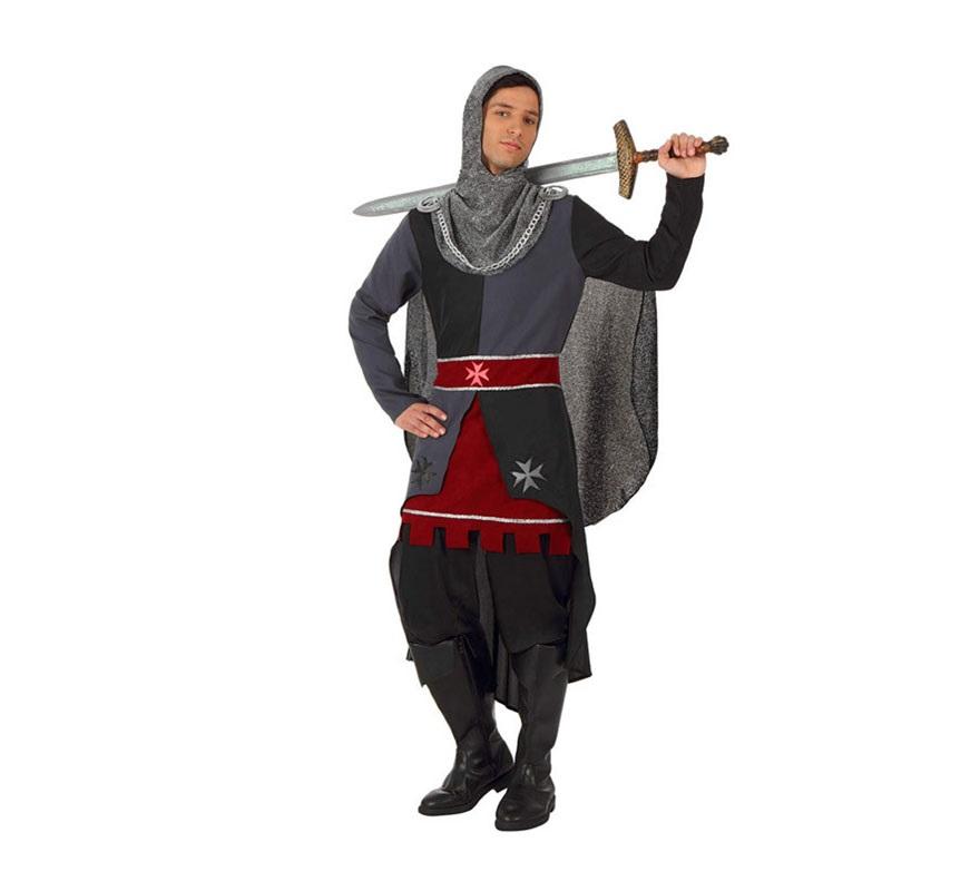Disfraz de Caballero Medieval para hombres. Talla 3 ó talla XL 54/58. Incluye disfraz túnica con capa y maya de la cabeza. Pamntalón, polainas y espada NO incluidos. Podrás ver algunas espadas y polainas en la sección de Complementos.