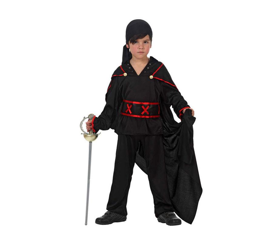 Disfraz de Héroe Enmascarado del Zorro para niños de 7 a 9 años. Incluye capa, pantalón, fajín, camisa y pañuelo. Espada NO incluida, podrás verla en la sección Complementos.
