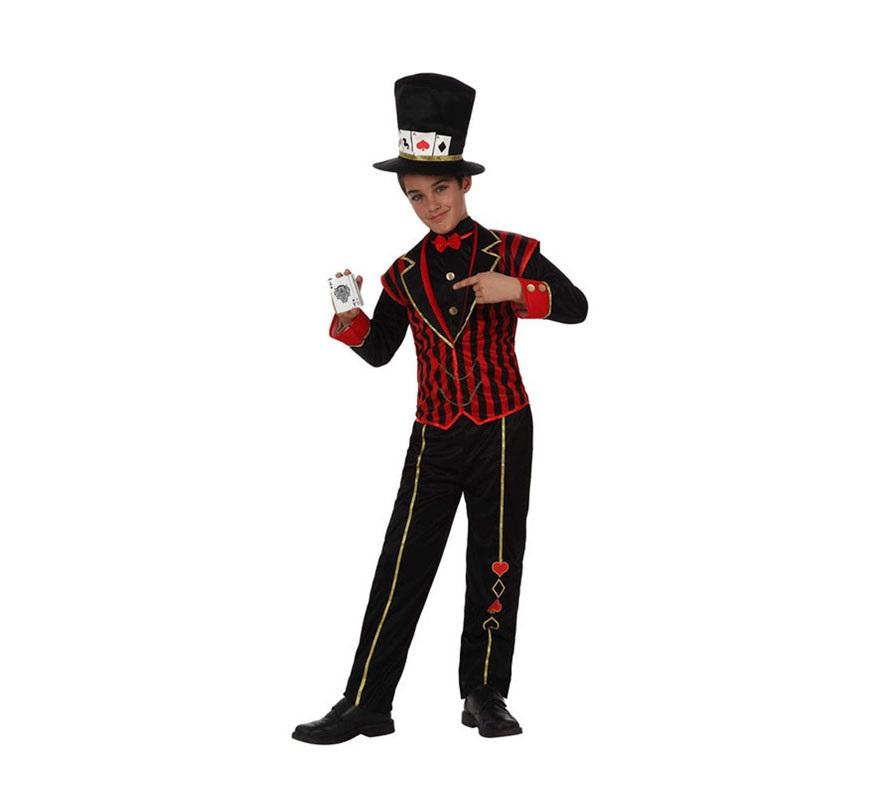 Disfraz de Niño Póker para niños de 7 a 9 años. Incluye pantalón, camisa con chaleco y sombrero. Disfraz o traje muy original de Crupier o Croupier para niños con el que irán disfrazados de algo muy diferente y distinto al resto de niños.