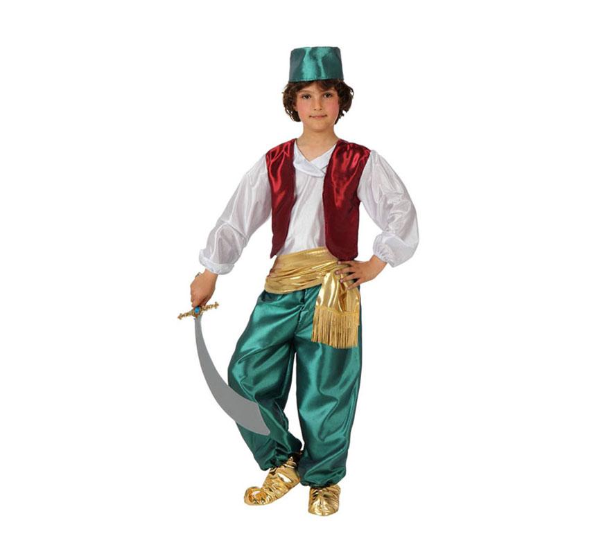 Disfraz de Árabe verde para niños de 7 a 9 años. Incluye camisa con chaleco, pantalón, fajín, babuchas y gorrito. Espada NO incluida, podrás verla en la sección de Complementos. Éste disfraz también valdría como Paje Real de los Reyes Magos para Navidad.