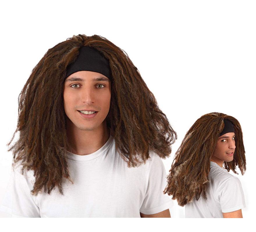 Peluca Rastas de Hippie marrón con cinta negra. También sirve para el disfraz de Jamaicano.
