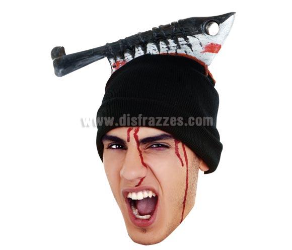Gorro con cuchillo cortando cabeza con sangre para Halloween.