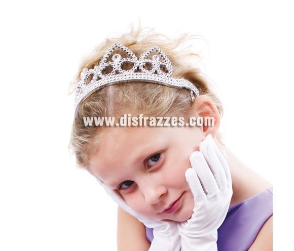 Tiara o Diadema de color plata. Válida para todas las edades. El complemento perfecto para disfraces de Reina o Princesa.