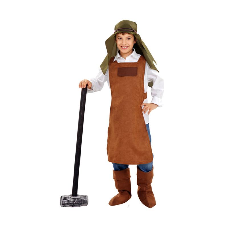 Disfraz de Herrero para niños de 5 a 6 años. Incluye delantal, pañuelo cabeza, cubrebotas y cordón cabeza. Martillo, vaquero y camisa NO incluido. El martillo lo podrás ver la sección de Complemetos. También es perfecto com disfraz Medieval.