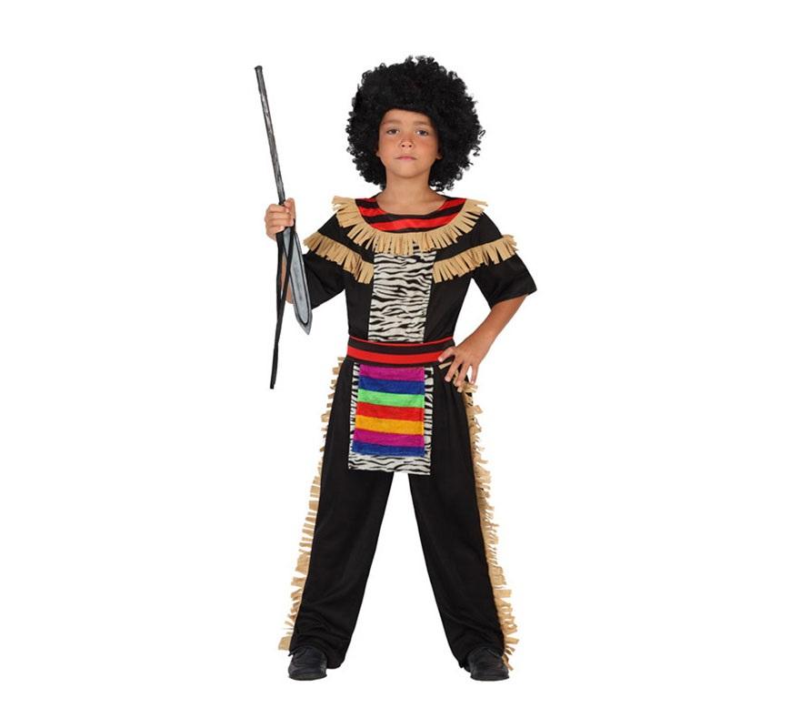 Disfraz de Zulú o de Tribu Africana para niños de 5 a 6 años. Incluye pantalón, camiseta y delantal. Completa el disfraz con complementos de nuestra sección de Accesorios.