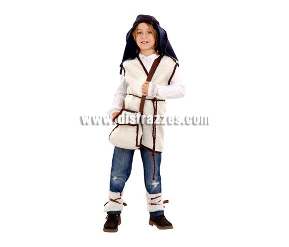 Disfraz de Cabrero o de Pastorcillo para niños de 7 a 9 años. Incluye chaleco, calentadores, zurrón, pañuelo cabeza, cordón cabeza y cinturón.