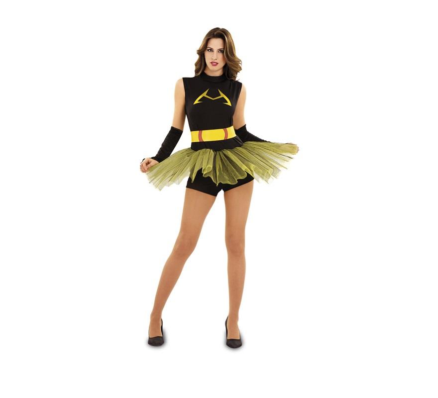 Disfraz de BadWoman para mujer talla M-L. Incluye pantalón corto, falda, camisa, cinturón y mitones.