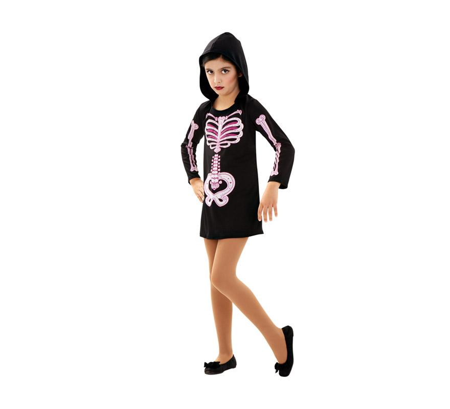 Disfraz de Esqueleto para niñas de 5 a 6 años. Incluye vestido con capucha. En la imagen se ve de color rosa pero el esqueleto es de color blanco.