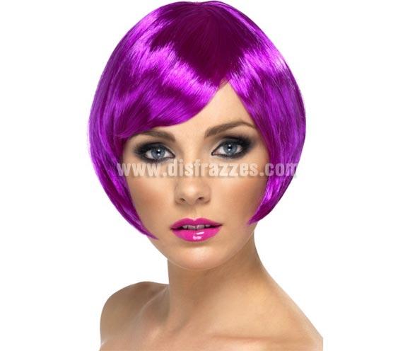 Peluca Corta estilo Bob color Púrpura Neón o Fluorescente. Artículo de Alta Calidad. Ideal como complemento de nuestros disfraces de los años 20, Flapper y Cabaret. Perfecta para Despedidas de Soltera.