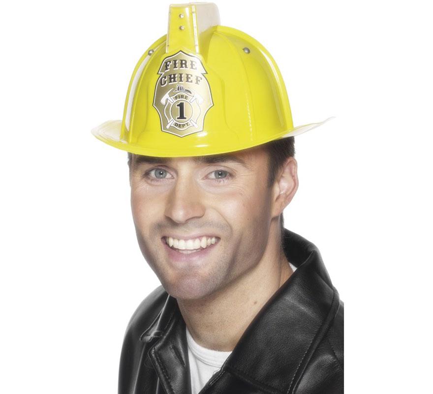 Casco Amarillo de Bombero con Luz de PVC.  Complemento perfecto para nuestros disfraces de bomberos. LLeva una Luz en la parte superior que emite destellos.
