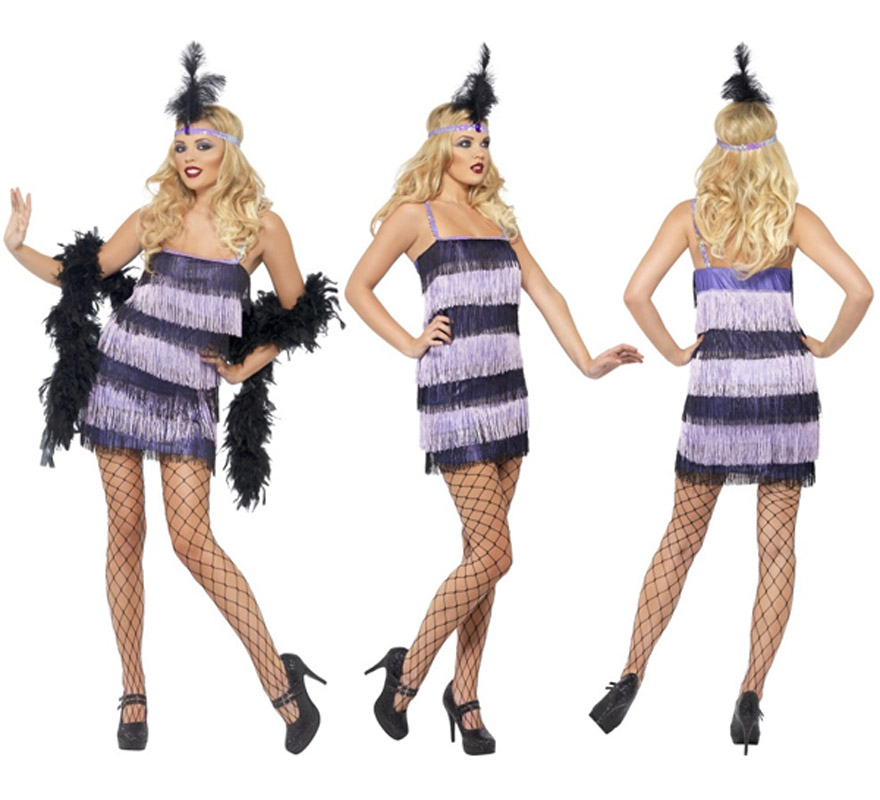Disfraz de Charlestón púrpura para mujer talla M. Incluye vestido con flecos por delante y por detrás y cinta de la cabeza con plumas. Resto de accesorios como las medias y la boa NO incluidos, podrás verlos en la sección de Complementos.