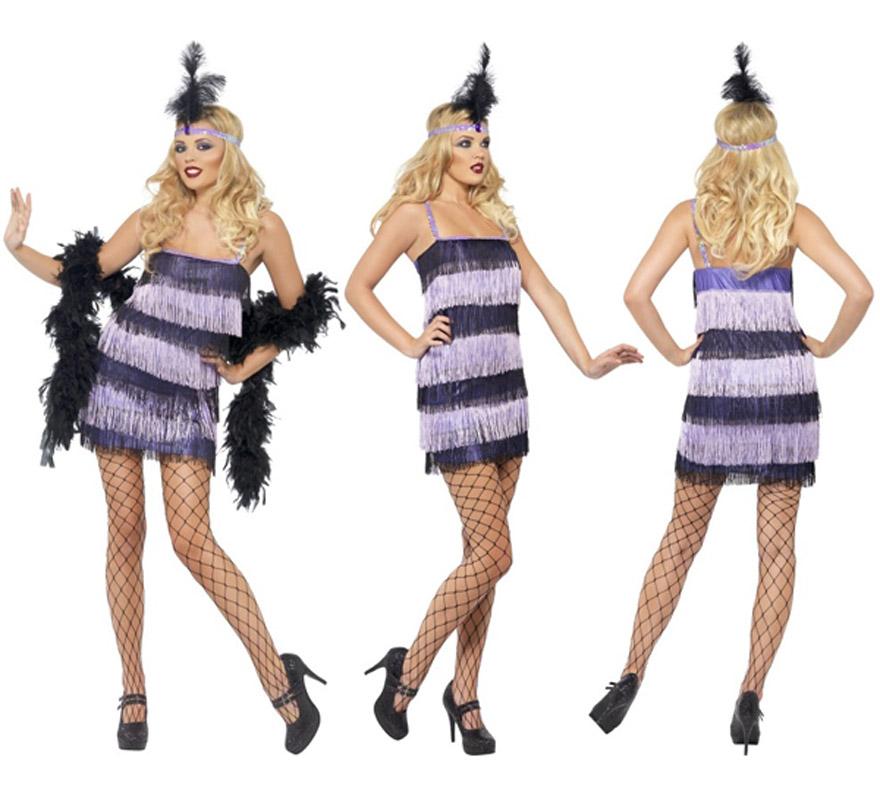 Disfraz de Charlestón púrpura para mujer talla S. Incluye vestido con flecos por delante y por detrás y cinta de la cabeza con plumas. Resto de accesorios como las medias y la boa NO incluidos, podrás verlos en la sección de Complementos.