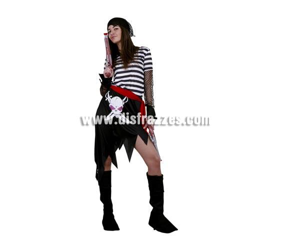 Disfraz de Pirata adulta económico. Talla Standar M-L = 38/42. Incluye camiseta, falda, cinturón, tocado y cubrebotas. Espada NO incluida, podrás verla en la sección de Complementos.