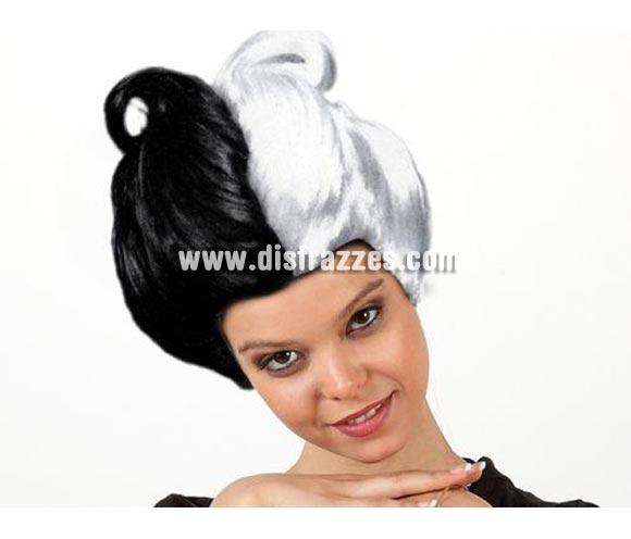 Peluca corta blanca y negra. Talla universal. Ideal para el disfraz de Cruella.