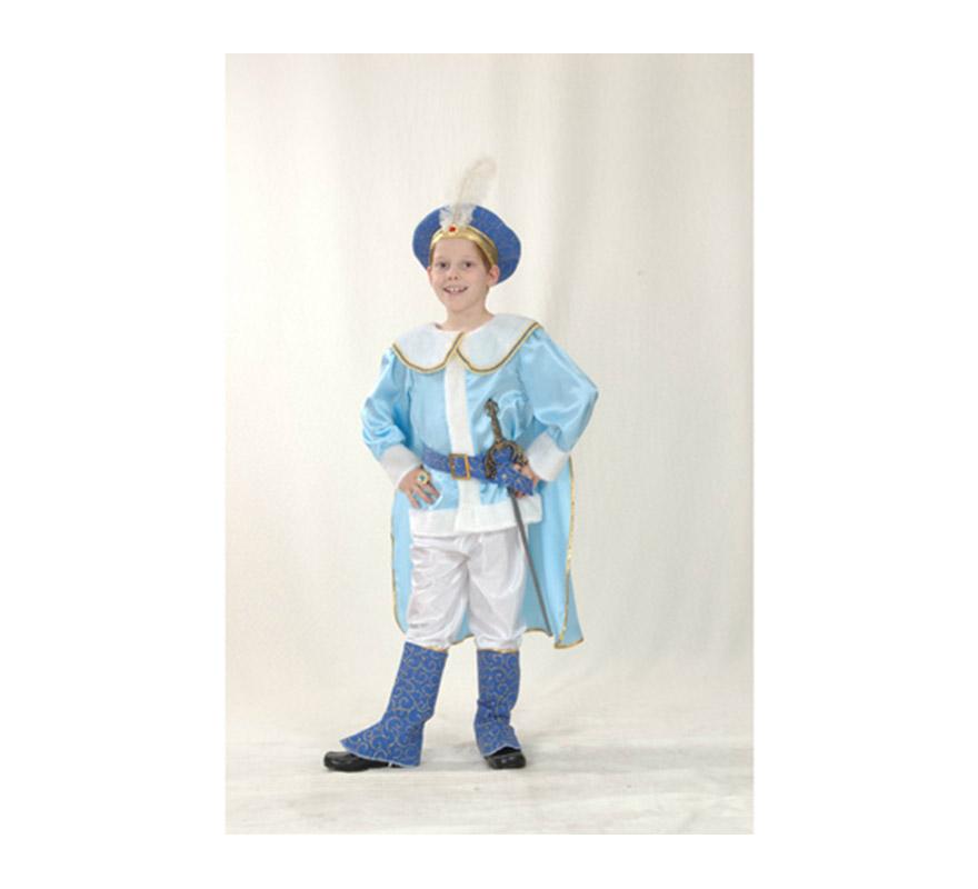 Disfraz de Príncipe Azul infantil para Carnavales. Talla de 5 a 6 años. Incluye sombrero con pluma, camisa, capa, cinturón, pantalón y cubrebotas. Espada NO incluida, podrás verla en la sección de Complementos.