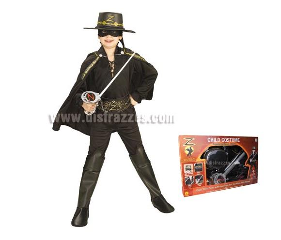 Disfraz del Zorro lujo infantil para Carnaval. Talla de 5 a 7 años. Presentación en caja perfecto como regalo. Incluye camisa, pantalón, capa, máscara, sombrero, espada, cubrebotas y cinturón eva. Disfraz con licencia ideal para regalode Navidad.