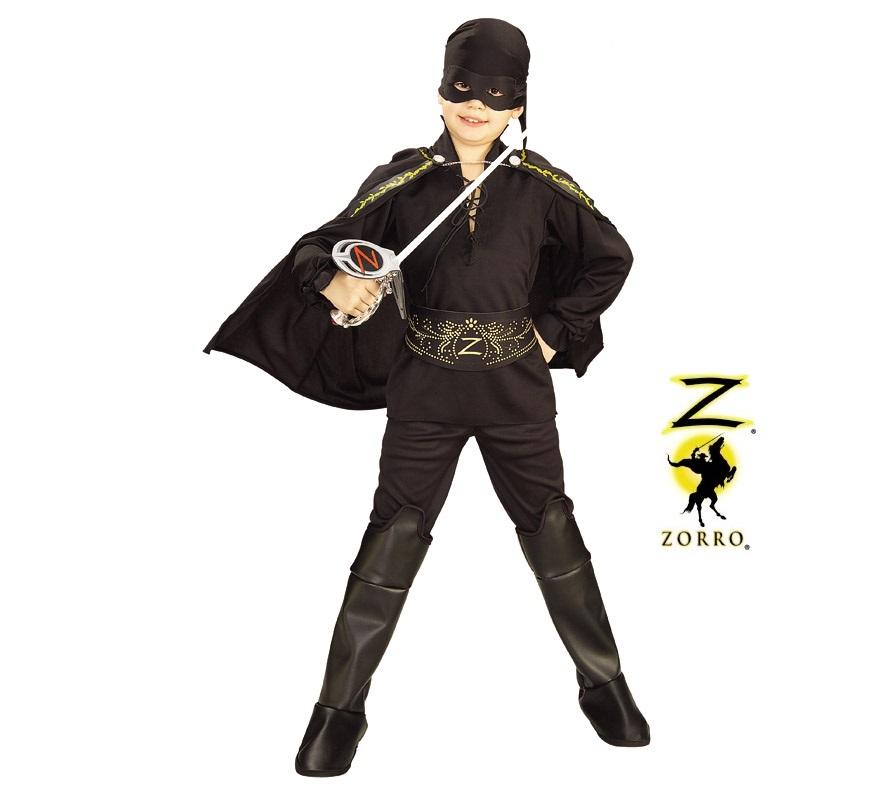 Disfraz del Zorro en caja con accesorios para Carnaval. Talla de 3 a 4 años. Incluye camisa, pantalones, cubrebotas, capa, bandana para la cabeza con atifaz y cinturón de EVA. Disfraz con licencia con presentación en caja ideal para regalo. Éste disfraz es ideal para Carnaval y para regalar en Navidad, en Reyes Magos, para un Cumpleaños o en cualquier ocasión del año. Con éste disfraz harás un regalo diferente y que seguro que a los peques les encantará y hará que desarrollen su imaginación y que jueguen haciendo valer su fantasía.  ¡¡Compra tu disfraz para Carnaval o para regalar en Navidad o en Reyes Magos en nuestra tienda de disfraces, será divertido!!