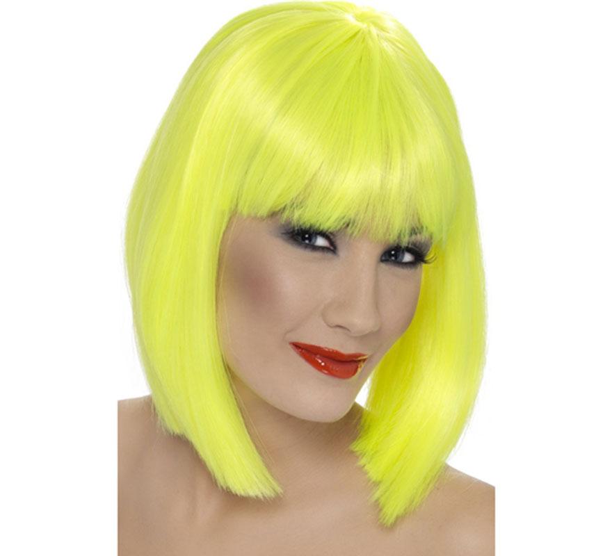 Peluca Media Melena Lisa color Amarillo Neón o Fluorescente. Artículo de Alta Calidad. Ideal como complemento de nuestros disfraces Disco, diva Dance o Pop, Bruja, Hada o Ninfa...
