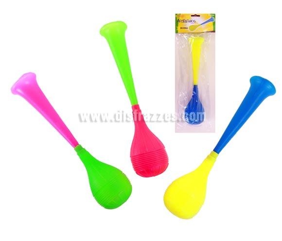 Bocina de plástico de unos 40 cm. aproximadamente disponible en varios colores para Carnavales. Ideal como complemento de tu disfraz de Payaso para Carnaval.