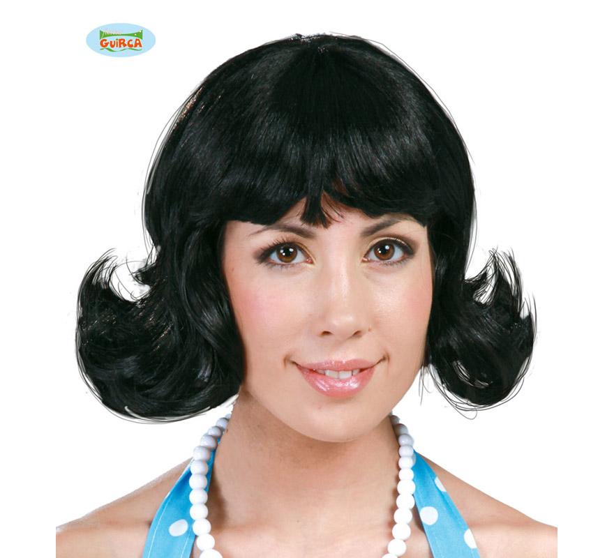 Peluca negra años 50. Envase en caja. Perfecta si te quieres disfrazar de Masiel, de Betty o de Discotequera de los años 60, 70 y 80.