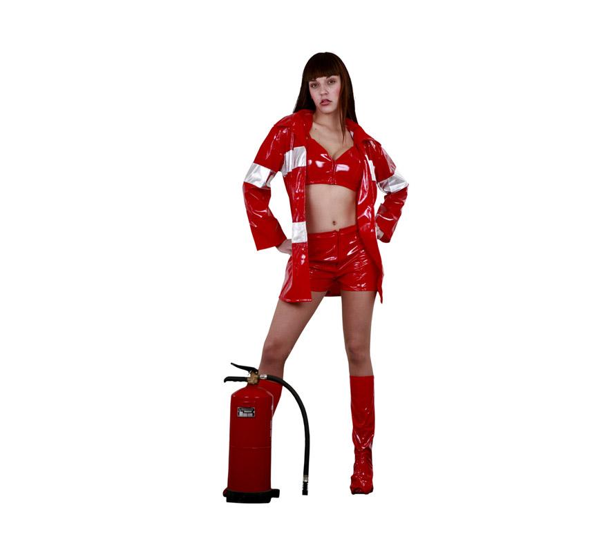 Disfraz de Bombera adulta. Talla standar M-L = 38/42. Incluye chaqueta, top, pantalón y cubrebotas. Extintor NO incluido, lo podrás ver en la sección de complementos.