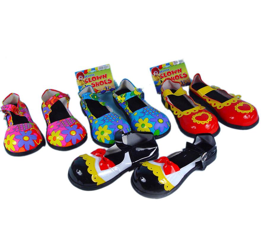 Par de Zapatos o Zapatones de Payaso mujer de 30 cms. para Carnaval. Cuatro colores surtidos. Precio por par, se venden por separado. Ideal como complemento de tu disfraz para Carnaval para ir de Fiesta.