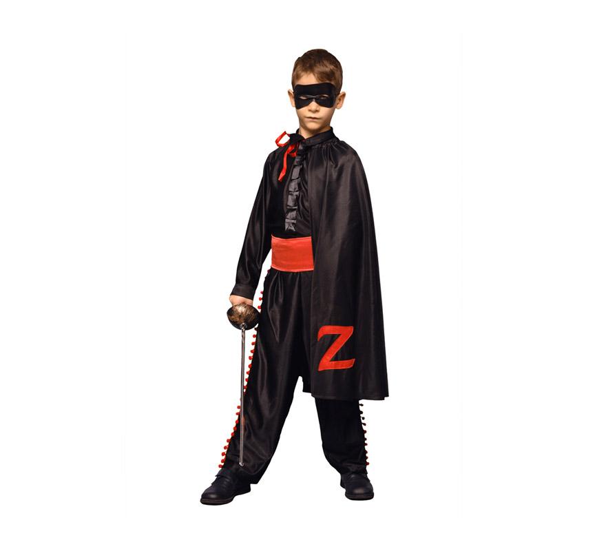 Disfraz Super barato de Héroe Enmascarado camisa negra infantil para Carnavales. Talla de 7 a 9 años. Incluye capa, pantalón, fajín, camisa y antifaz. Espada NO incluida, podrás verla en la sección Accesorios.